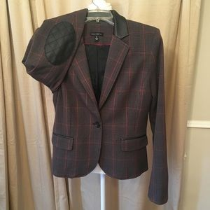 2 piece Willi Smith classic fitted suit size 8,